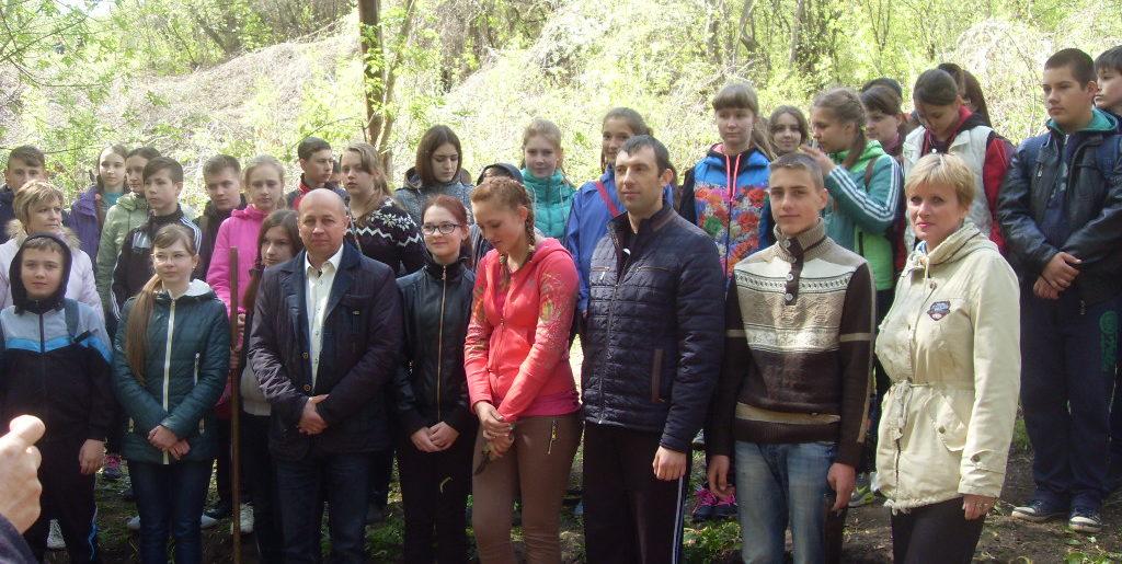 """Учні Хорольщини на акції """"Зробимо Україну щистою!"""""""